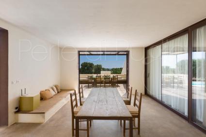 La veranda coperta è arredata e fresca