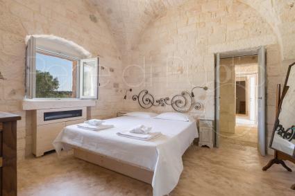 La camera matrimoniale 2 con bagno en suite, nell`antica masseria per vacanze da sogno in Puglia