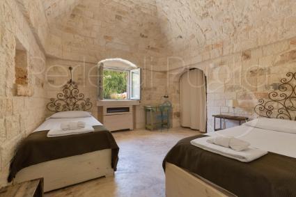 La camera doppia può diventare quadrupla, nella villa di charme nelle campagne di Ostuni
