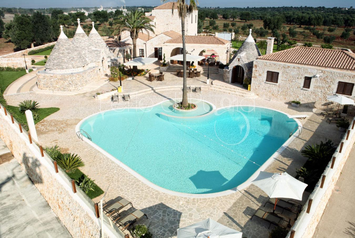 Villa con trulli e piscina a ceglie messapica masseria chirulli - Masseria in puglia con piscina ...