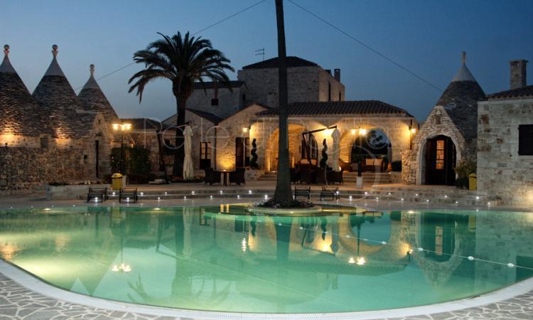 Masseria con piscina in affitto a ceglie messapica masseria chirulli - Masseria in puglia con piscina ...