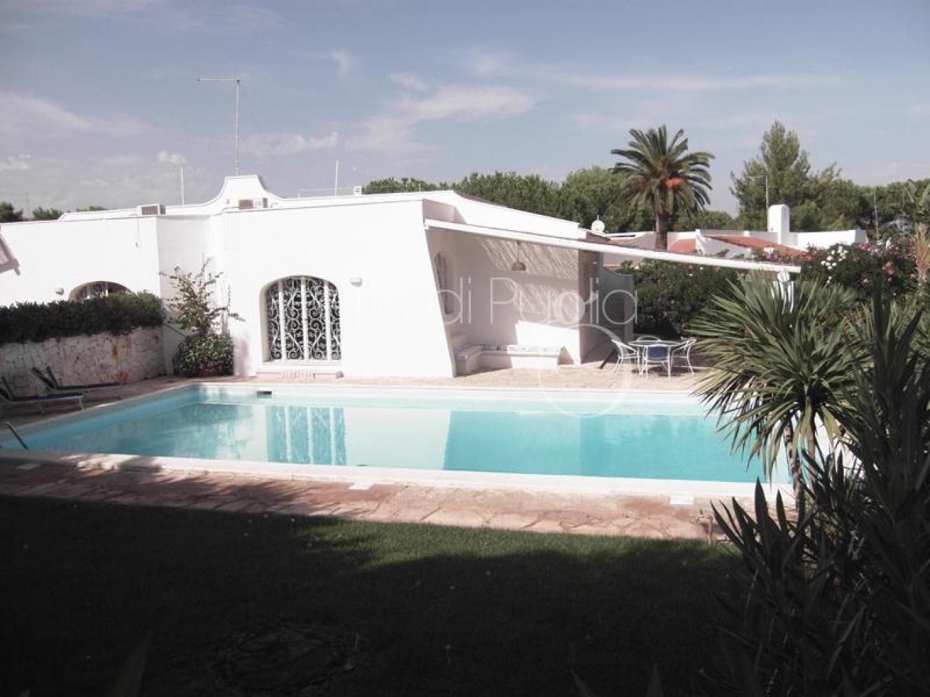 Villa con piscina vicino alla spiaggia di rosa marina - Piscine di rosa ...