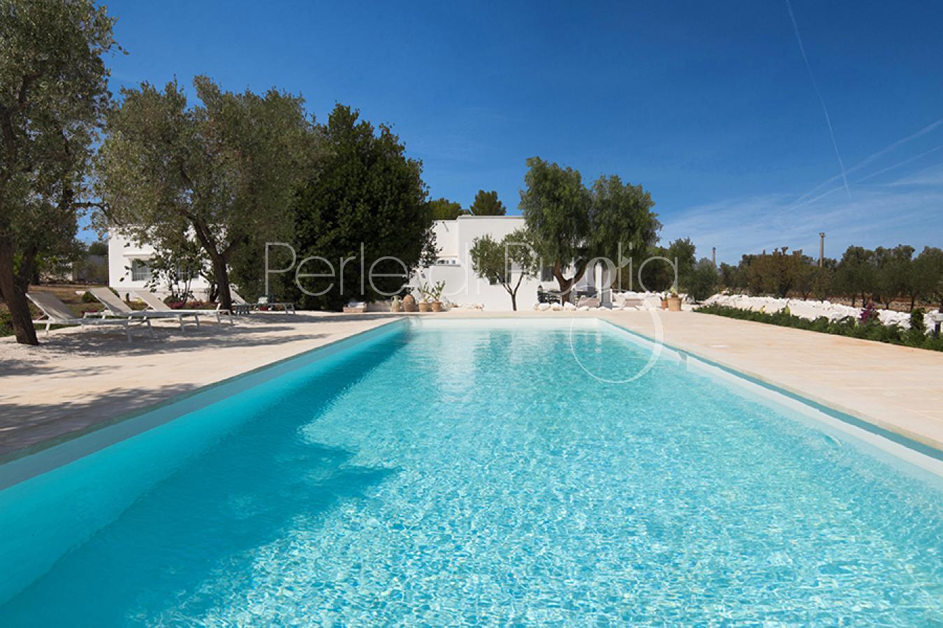 Case tipiche di lusso con piscina in affitto a ostuni for Affitto case di lusso a roma zona centro