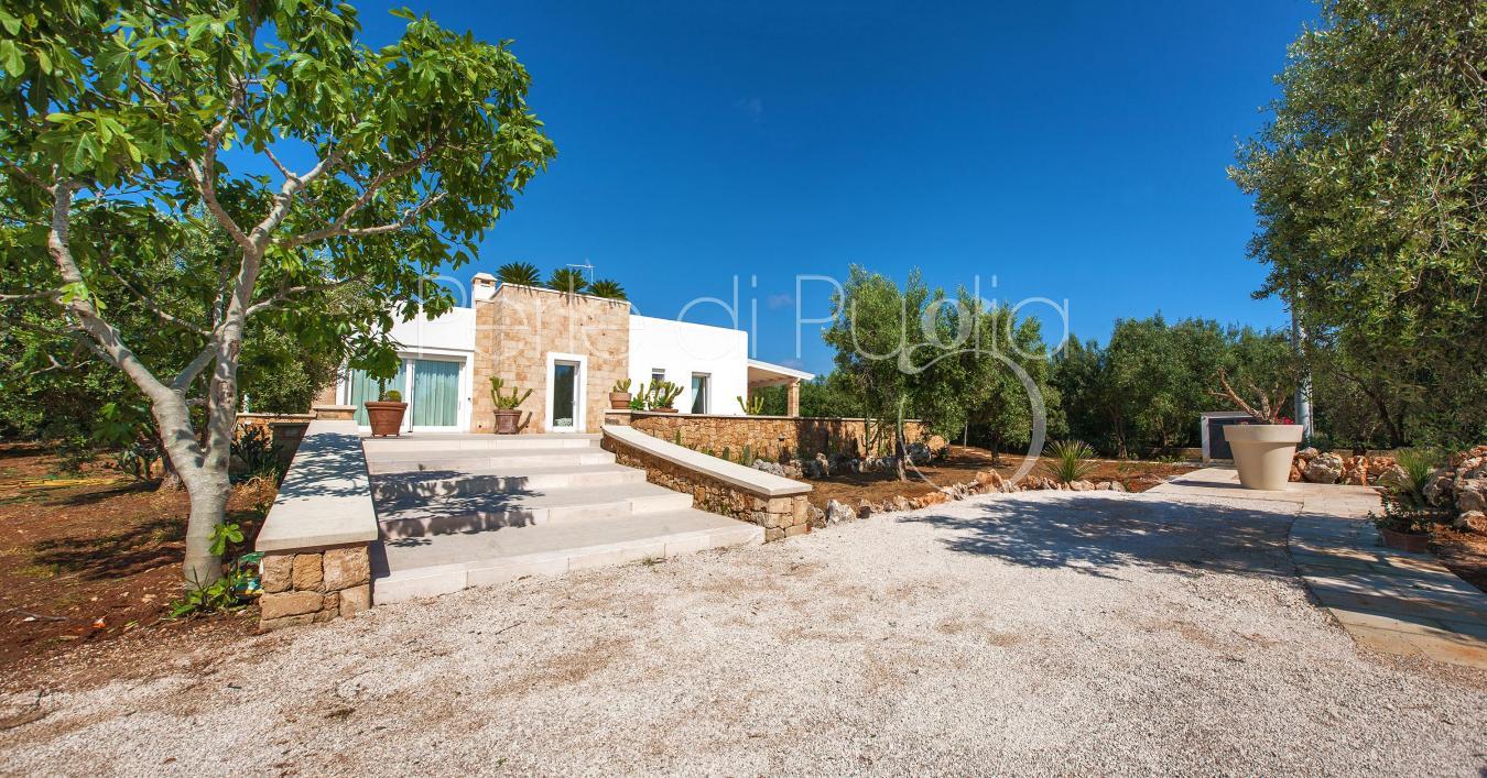 Villa di lusso con piscina a pochi passi dalle spiagge di for Amaretti arredamenti villa san giovanni