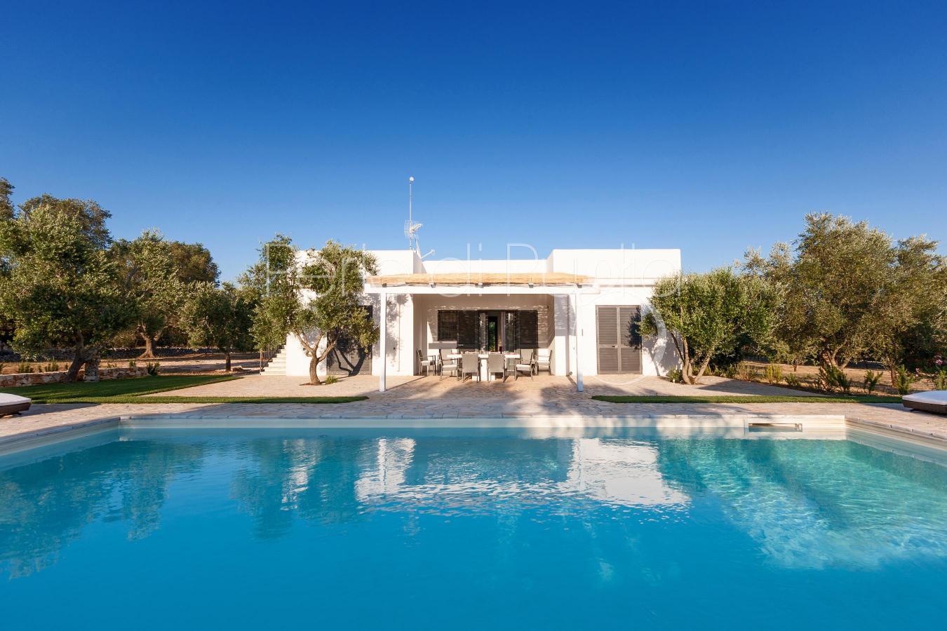 Villa avec piscine dans la campagne d ostuni villa meron for Piscine avec solarium