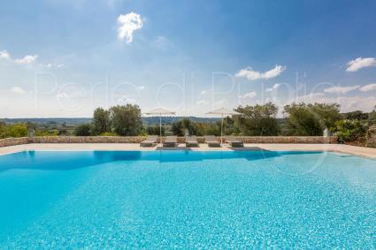 piscina panoramica con vista sulle campagne di Ostuni