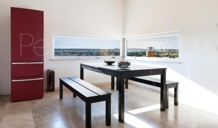 La sala da pranzo della villa in affitto per vacanze in Puglia