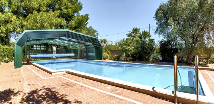 Villa con piscina coperta e riscaldata a lecce - Piscine a lecce ...