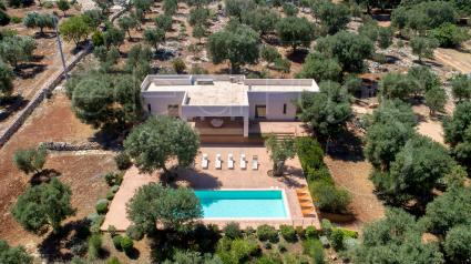 Villa with pool for holidays in Italy, drone view