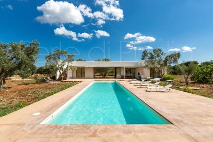 a beautiful and modern villa to spend a holiday in Puglia