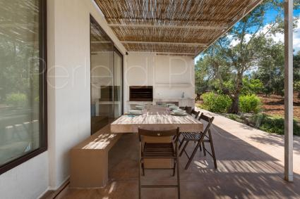 A large stone table on the veranda of the villa allows you to have lunch and dinner outdoors