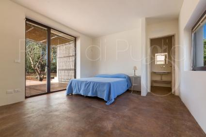 The dependance of the villa, with double bedroom and bathroom with shower