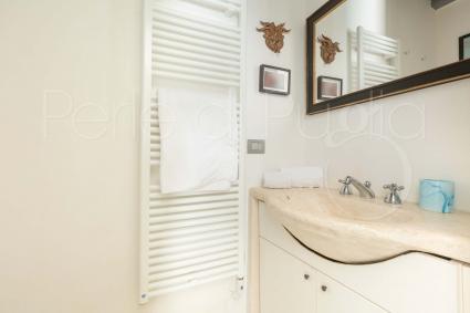 Il bagno en suite della camera doppia