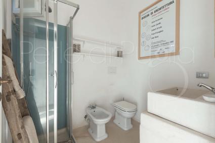 Il bagno doccia di pertinenza della terza camera