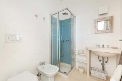 Il quinto bagno doccia si trova nella quinta camera