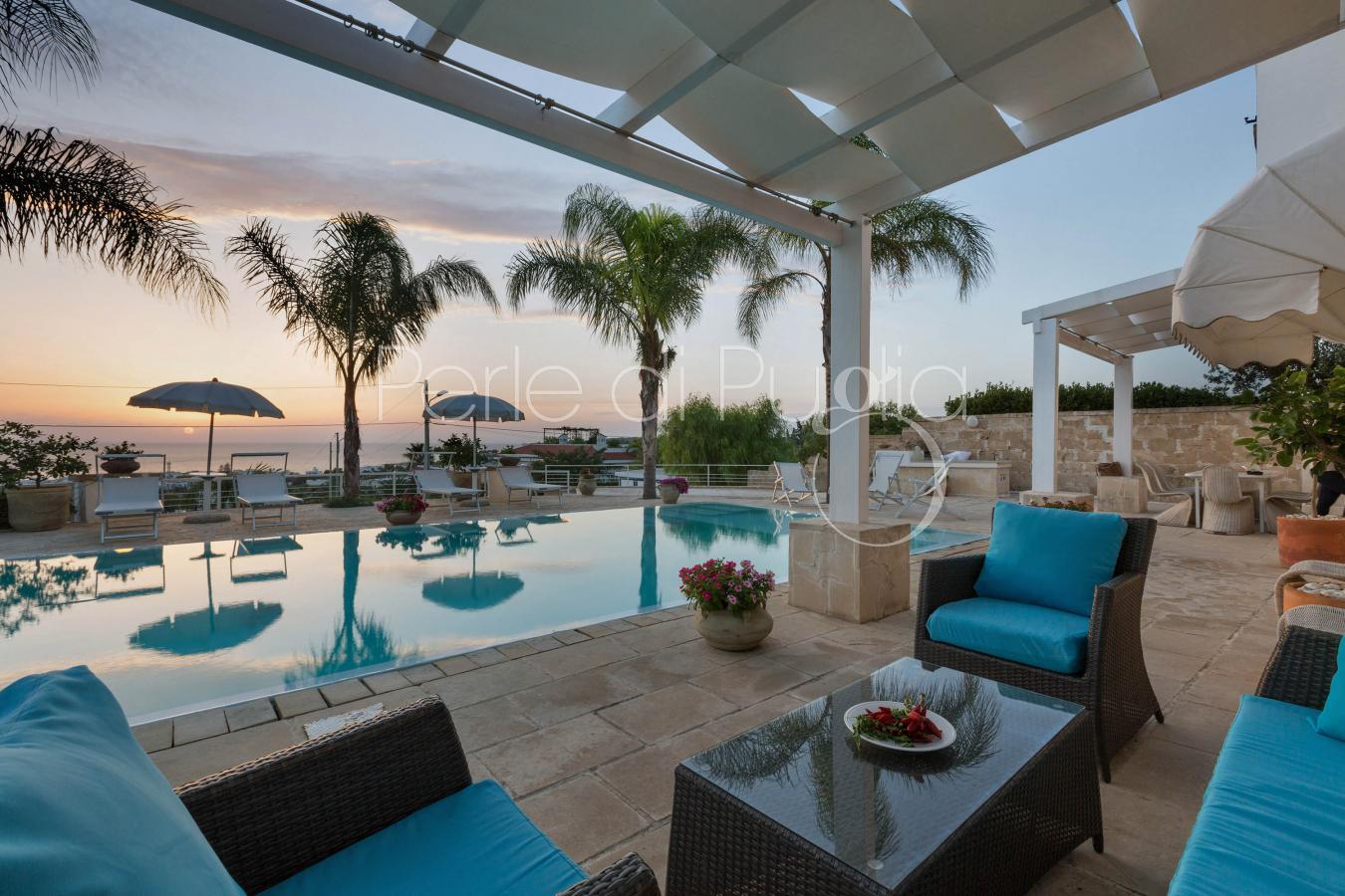 Villa con piscina e jacuzzi vista mare a nard villa - Bagno al mare in gravidanza ...