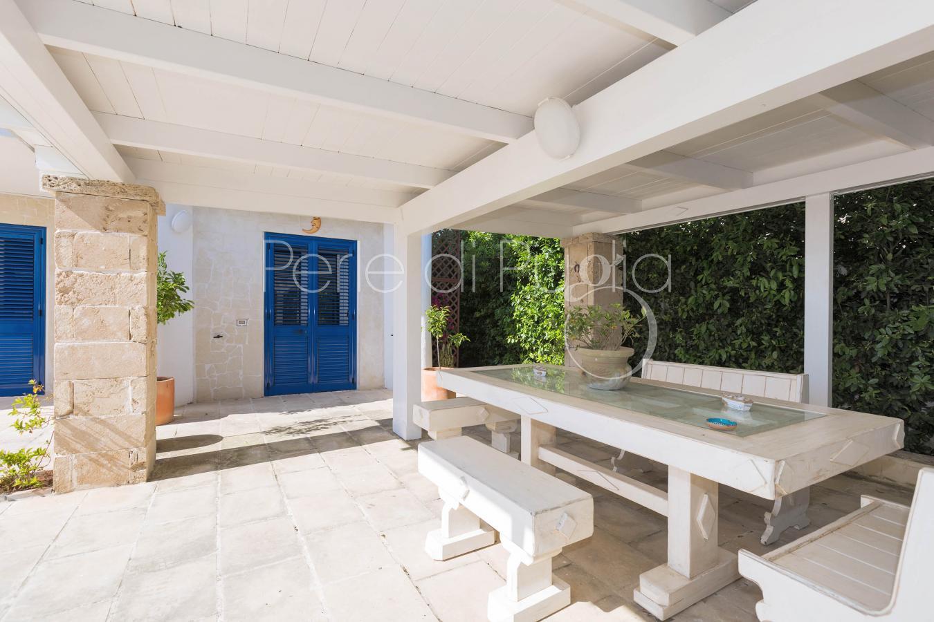 Villa con piscina e jacuzzi vista mare a Santa Maria al Bagno ...