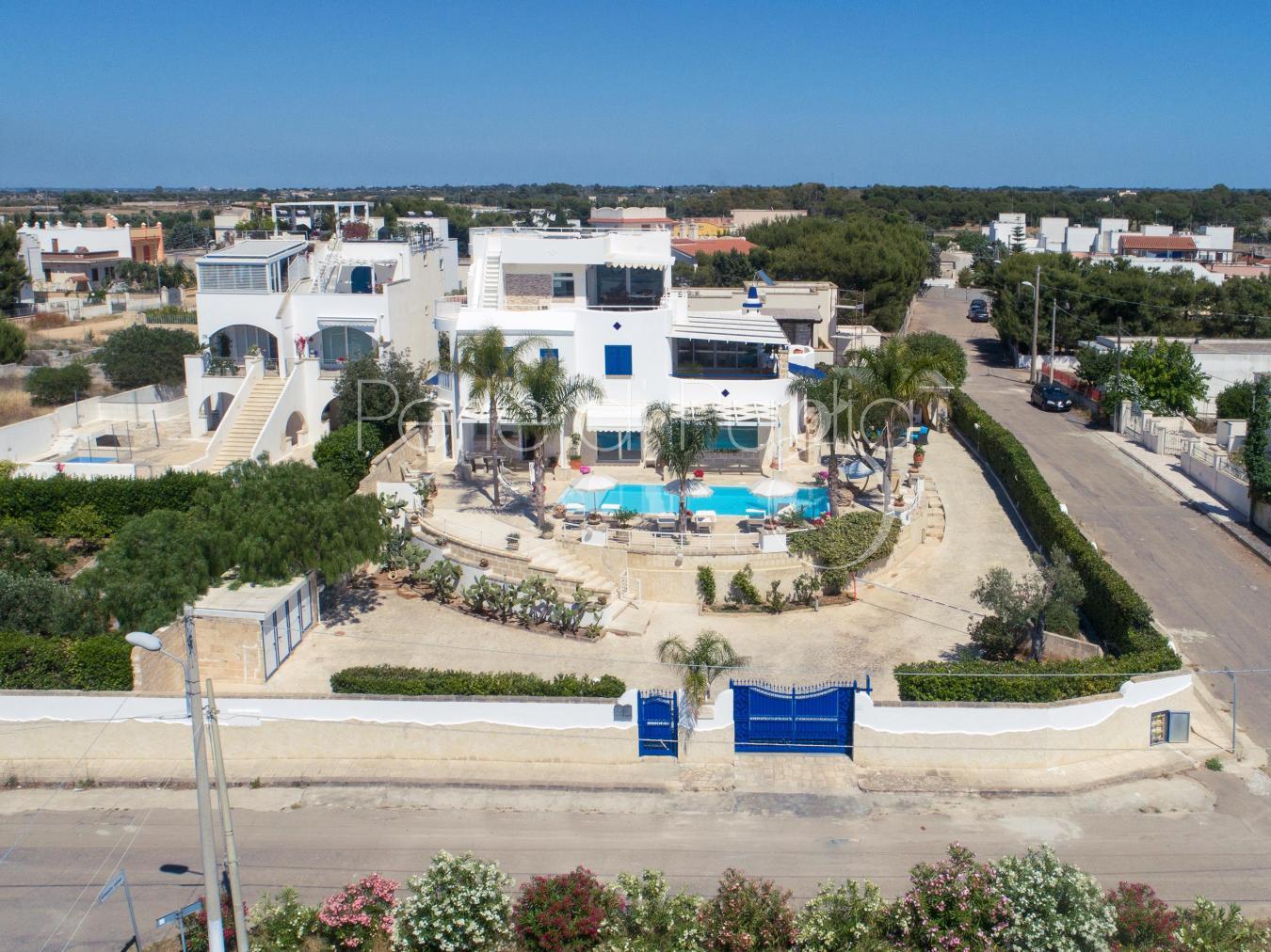 Villa con piscina e jacuzzi vista mare a nard villa soleluna - Pizzeria santa maria al bagno ...