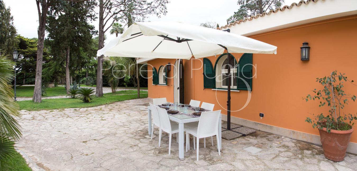 Petite villa avec piscine à quelques kilomètres du centre de lecce.