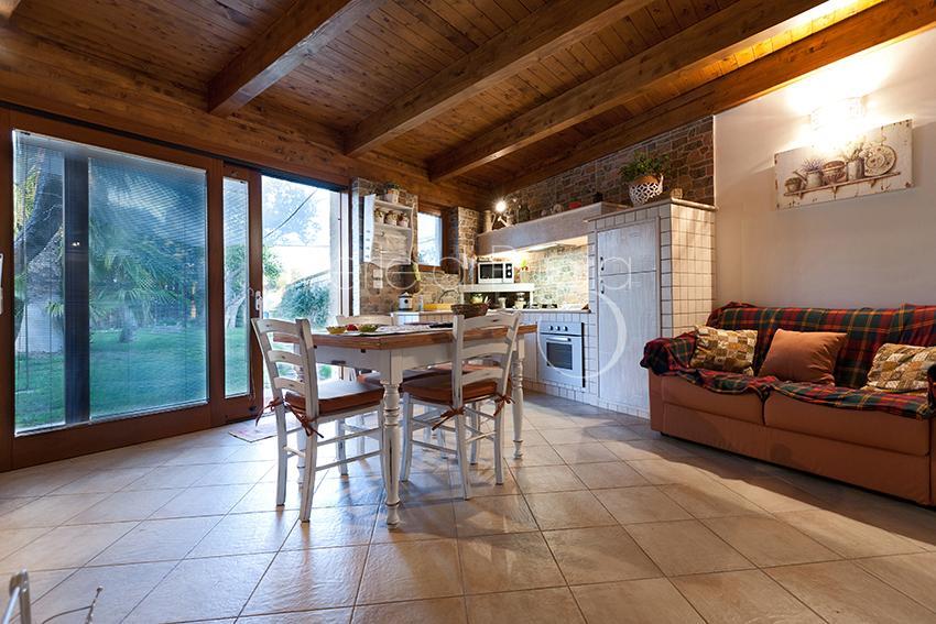 Appartamento con piscina a lecce dependance le more for Nuove case con suite suocera