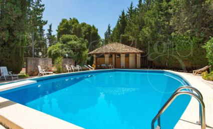 Holidays in a villa with swimming pool and tennis court in Southern Italy