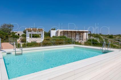 Villa con piscina, vista mare, internet e barbecue per vacanze a Pescoluse