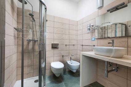 La villa è servita da due bagni completi di doccia