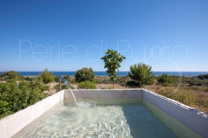 The stone bath to regenerate with a splendid sea view