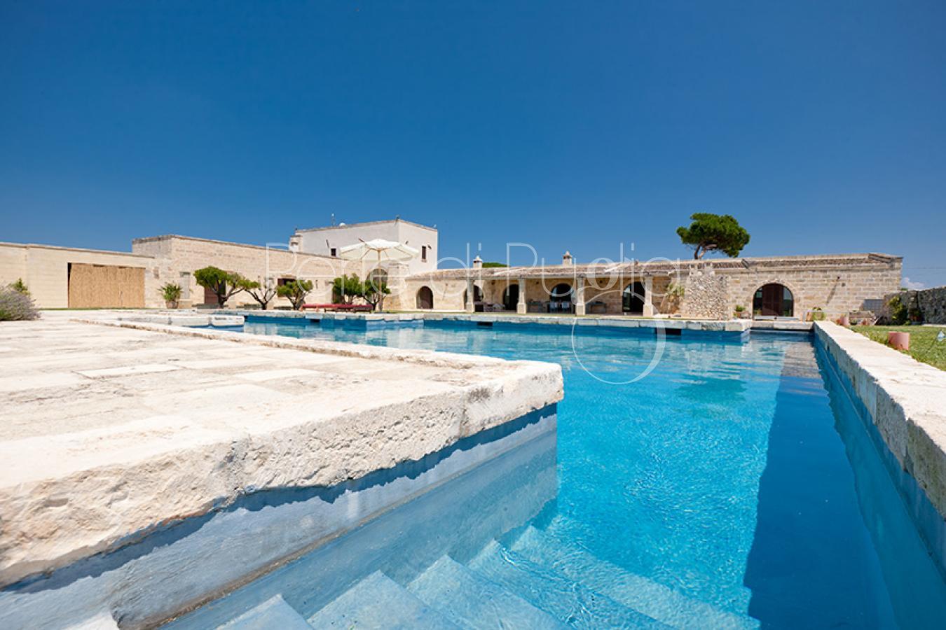 Masseria di lusso con piscina ad acaya lecce - Masseria in puglia con piscina ...