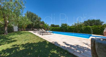 Villa con trullo e piscina per vacanze in Puglia, fino a 12 persone