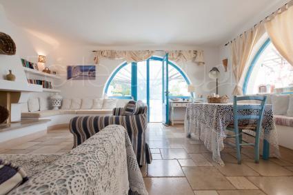 La villa è formata da 3 unità indipendenti curate e arredate con stile