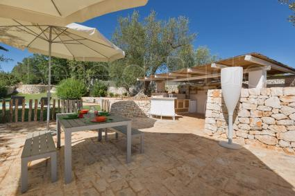 Outdoor spaces furnished with care, to have lunch and dinner outdoors