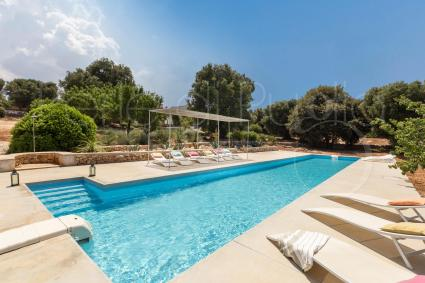 Holiday villa with pool in Italy. Up to 12 guests