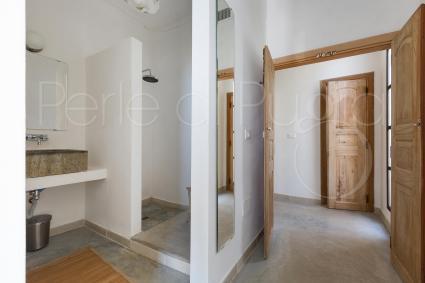 Ampia doccia e lavabo sono presenti anche nella camera 2