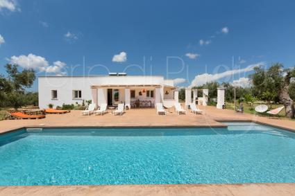 Holiday villas for rent in Salento, in Puglia, for groups of up to 24 people