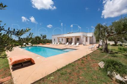 With Solarium and outdoor equipped areas, the villa is ideal to enjoy the sun of Puglia