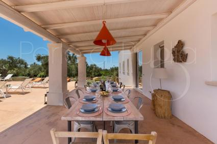 In the shade of the large veranda you can have lunch and dinner outdoors