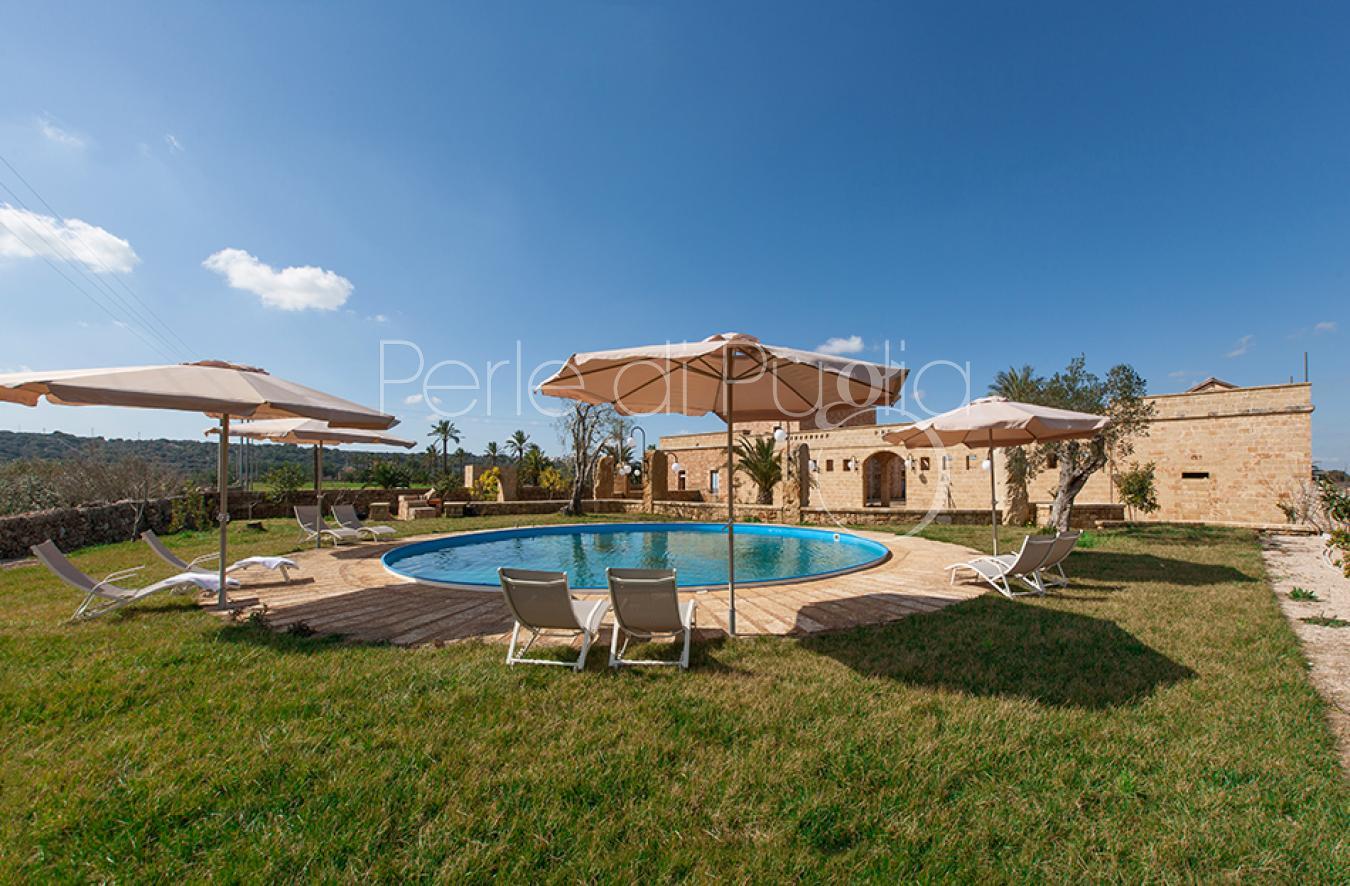 Masseria con piscina in affitto alessano leuca masseria galatea - Masseria in puglia con piscina ...