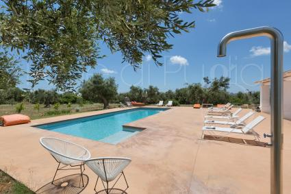 With Solarium and equipped outdoor areas, the villa is the ideal to enjoy the sun of Puglia