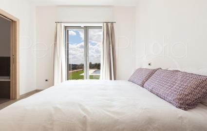La zona notte della villa in affitto per vacanze in Puglia è formata da 3 camere da letto