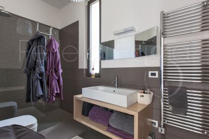 Tutte le camere da letto sono dotate di bagno doccia en suite