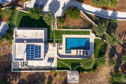 Bellissima vista della villa in affitto per vacanze in Puglia, ripresa dal drone