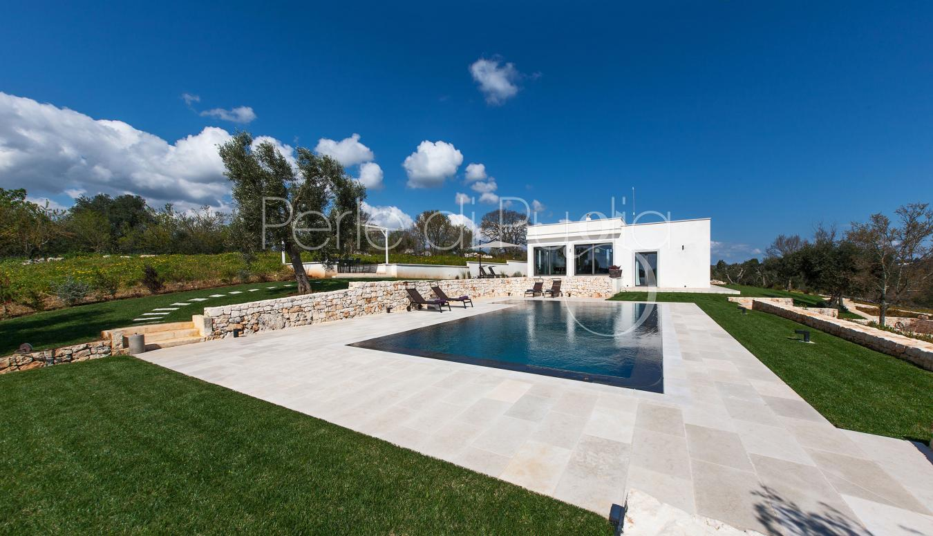 Location villa moderne avec piscine ostuni avec 3 for Villa moderne avec piscine
