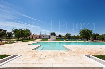 Fascino rurale e comfort moderni come la piscina rendono la dimora una vera chicca