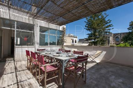 per pranzare/cenare all`aperto con vista sul magnifico castello Arditi.
