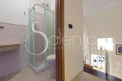 Il bagno doccia del piano superiore