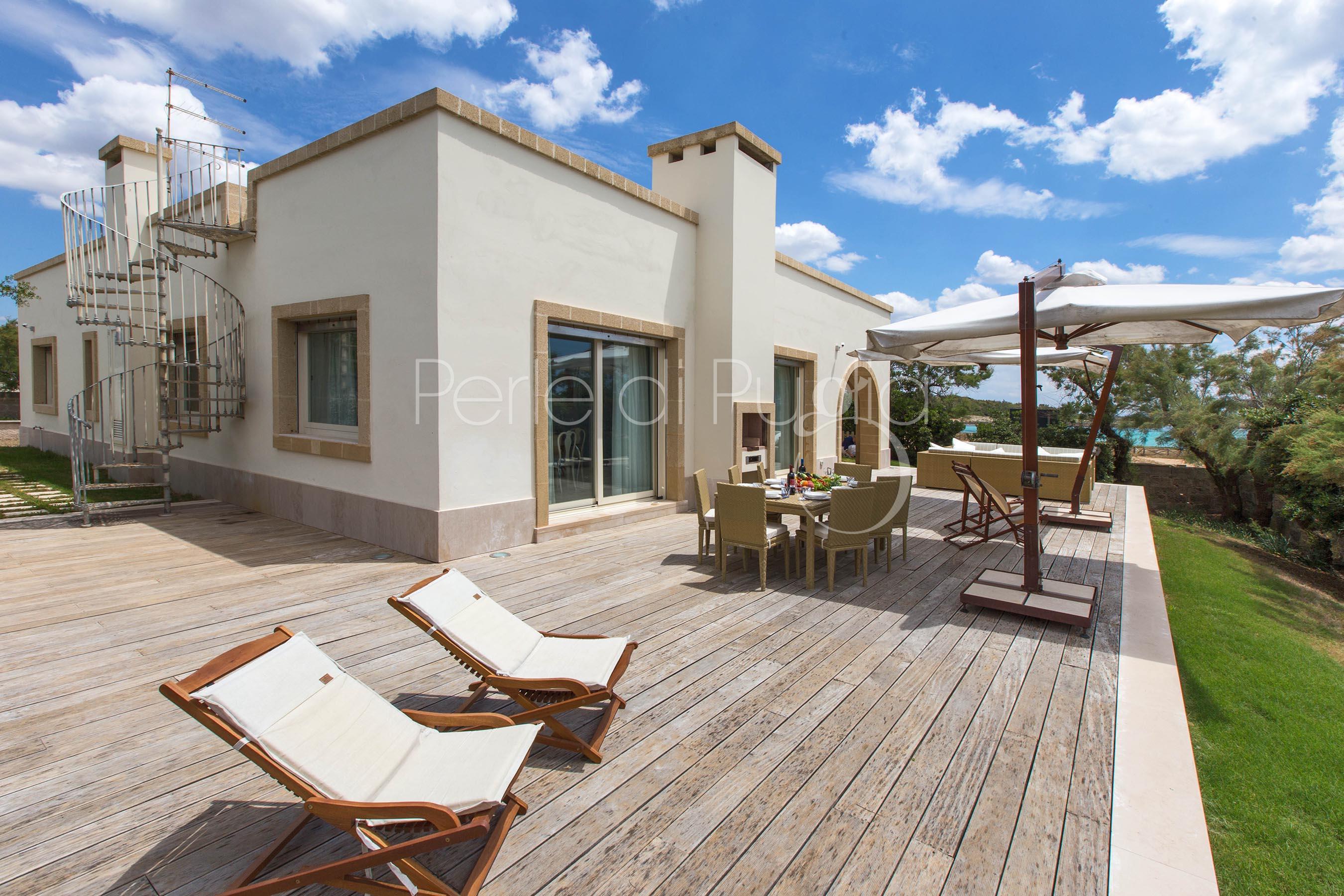 Affitto villa di lusso sulla spiaggia a porto cesareo for Ville bianche moderne