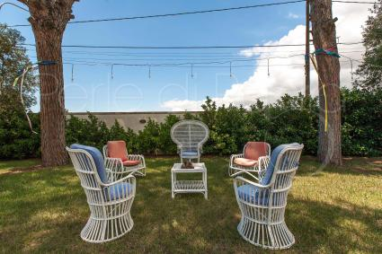 Graziosi spazi esterni per rilassarsi in giardino