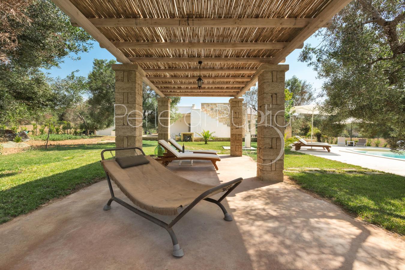 Villa di lusso con piscina e uliveto a pescoluse la serrazza for Nuove case con suite suocera
