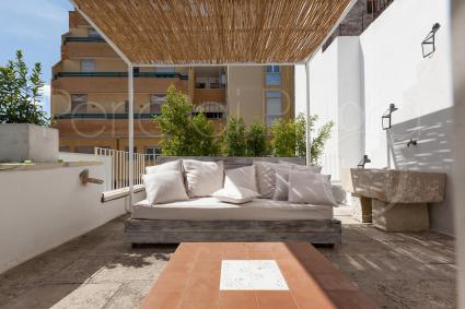 The enchanting furnished terrace of the holiday home in the heart of Salento